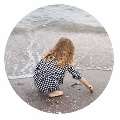 bambina al mare